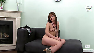 Cute amateur Laura Summer makes out with agent