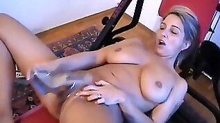 Nackt im eigenen Fitnessraum