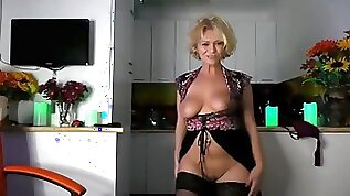 Pretty Girl danse and Strip