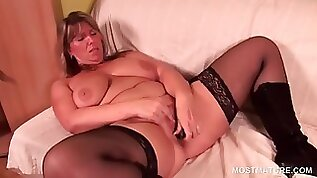 Blonde hottie using vibrator to please her twat
