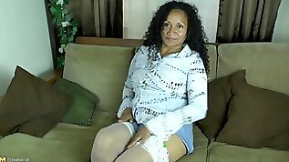 Older woman playing with big tits and a large butt masturbating