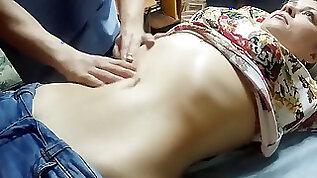 AmateurAmassage cougar Has Nice stomach Button